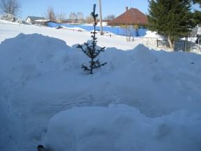 Снег на даче